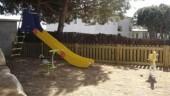 vista previa del artículo Un coche choca contra un parque infantil en Lloret de Mar