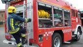 vista previa del artículo Los bomberos sacan a un hombre por el balcón de su casa