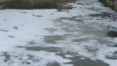 vista previa del artículo Aparece un vertido en forma de espuma en el río Onyar
